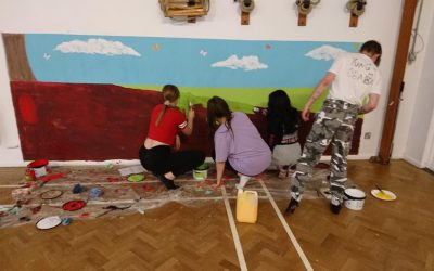 EPCS6 Students Create a Mural at Local Primary School